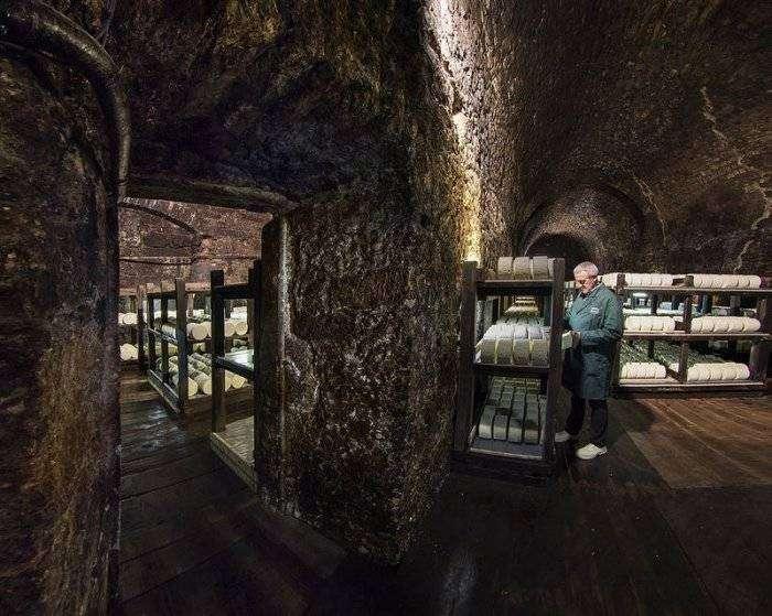 Сырные пещеры рокфора (8 фото)