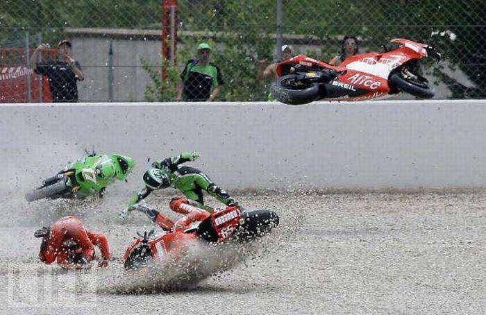 Мотоциклетные аварии (26 фото)