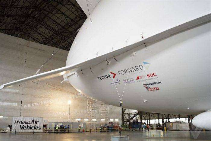 Самый большой в мире дирижабль Airlander 10 готовят к испытаниям (20 фото)