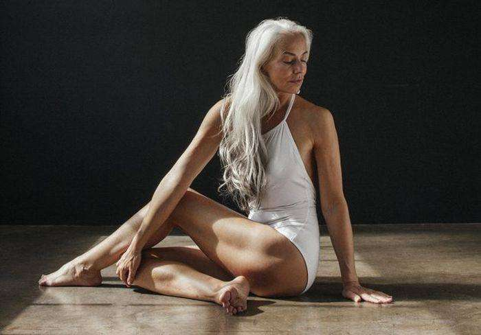 60-летняя модель Ясмина Росси снялась в рекламе купальников (7 фото)