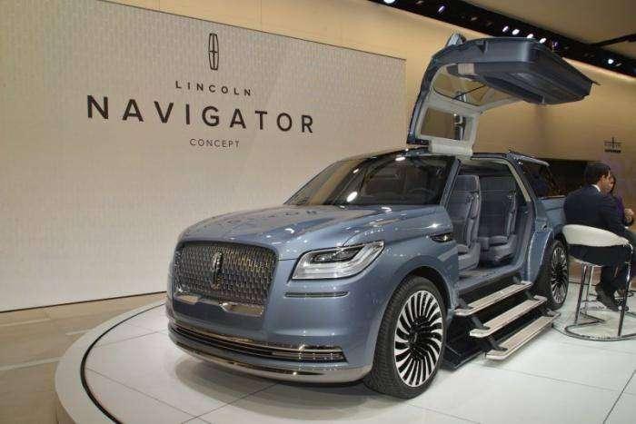 Lincoln представил смелый концепт нового Navigator (30 фото)
