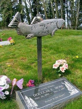 Необычные надгробья (13 фото)