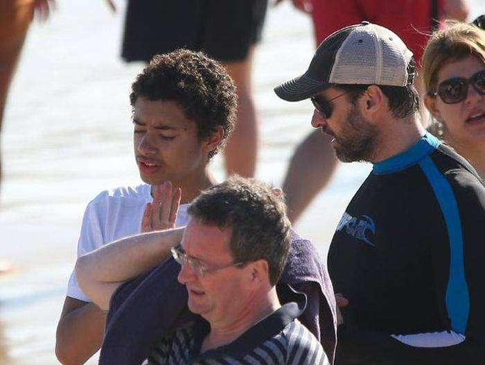 Хью Джекман спас людей на пляже Сиднея (4 фото)