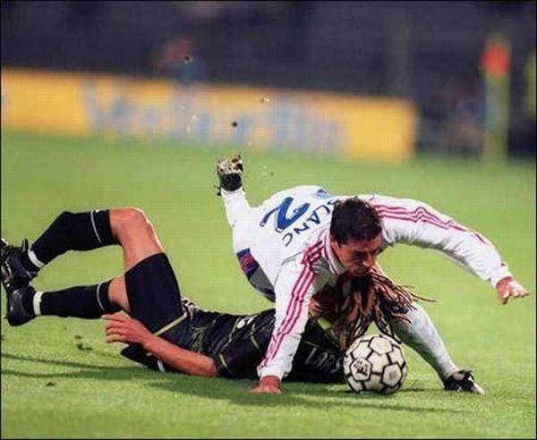 Жуткие футбольные травмы (15 фото)
