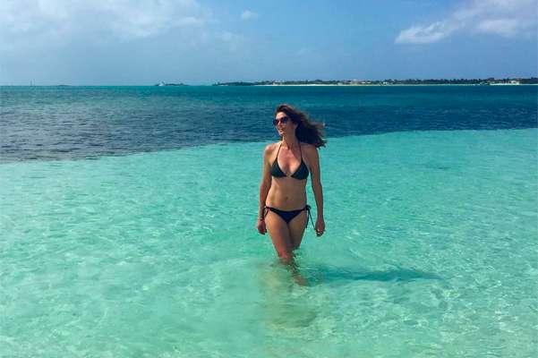 Каникулы на Багамах: Синди Кроуфорд с дочерью Кайей - королевы пляжа