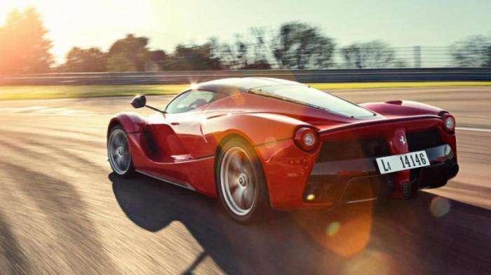 Самые мощные машины с атмосферными моторами (11 фото)