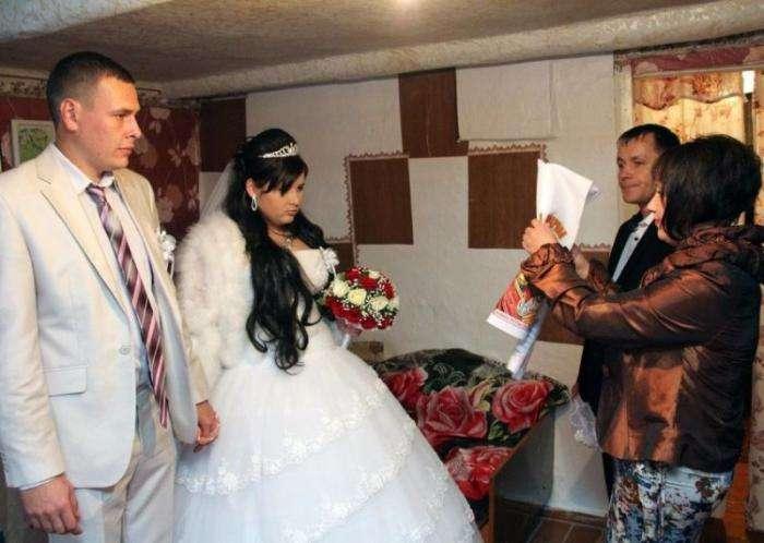 Деревенские свадьбы проходят с особым размахом и колоритом (6 фото)