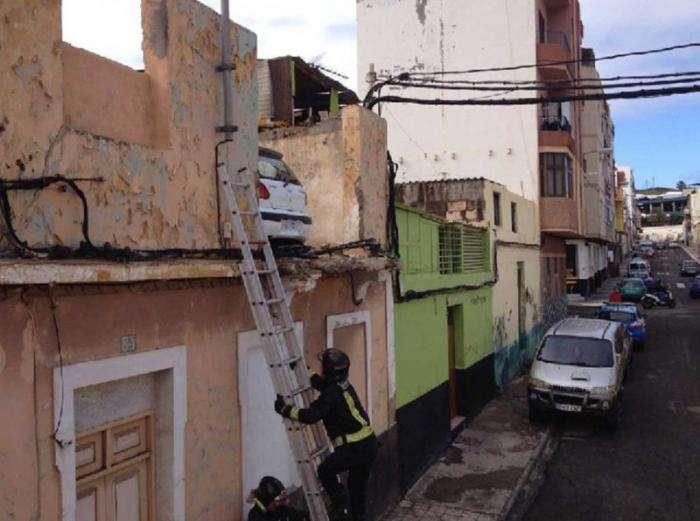 Лучший способ сохранить автомобиль от угона - засунуть его на крышу (3 фото)