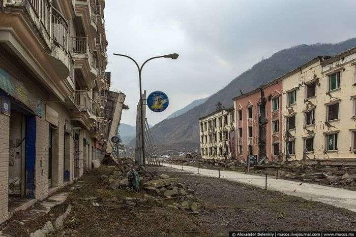 Бэйчуань - город-музей на обломках страшного землетрясения (44 фото)