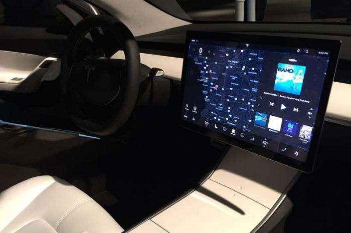 Tesla представила бюджетный электромобиль Model 3 (23 фото)