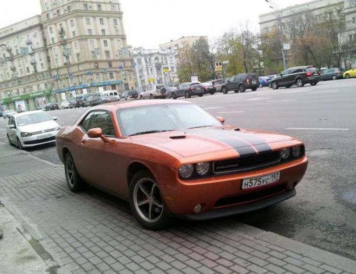 В центре Москвы мощным автомобилям разрешат парковаться бесплатно (6 фото)