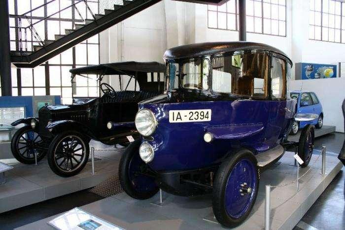 Неудачные автомобили с интересными историями (12 фото)