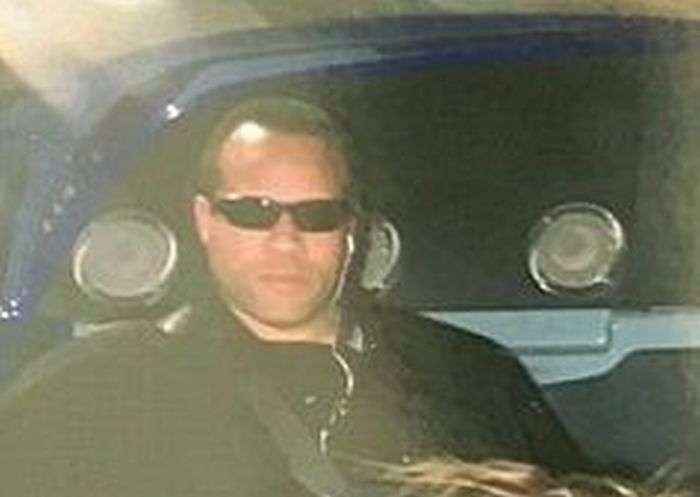 Пользователей сети насмешил телохранитель Тейлор Свифт (2 фото)