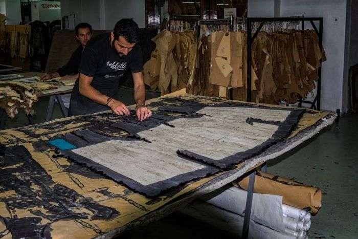Производство греческих шуб (9 фото)