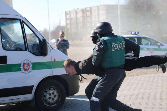 «Инспектор ДПС» стал героем фотожаб (25 фото)