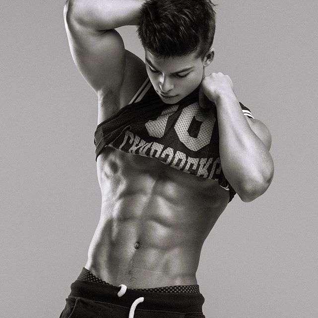 Сын Олега Газманова Филипп стал эротической моделью (6 фото)