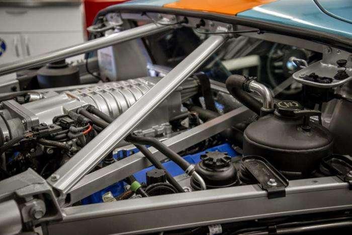Новенький лимитированный Ford GT выставят на торги (10 фото)