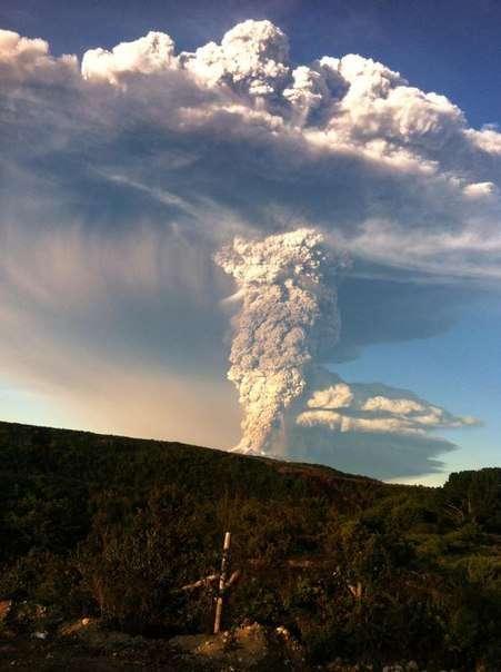 В Чили проснулся вулкан Калбуко, один из самых опасных в стране (9 фото)