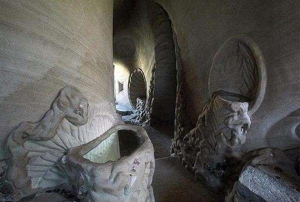 25 лет в полном одиночестве он создавал подземный сказочный мир (10 фото)