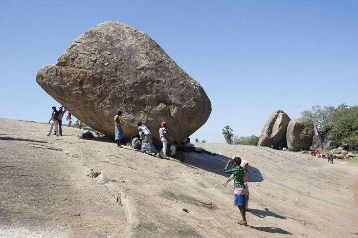 Камень, бросающий вызов законам физики (8 фото)