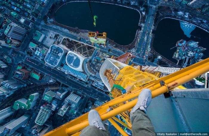 Российские руферы покорили самое высокое здание Кореи (4 фото)