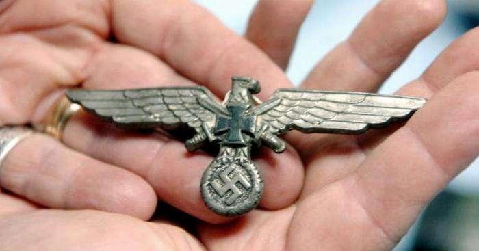 В брюхе гигантского сома нашли кости офицера нацистской Германии (3 фото)
