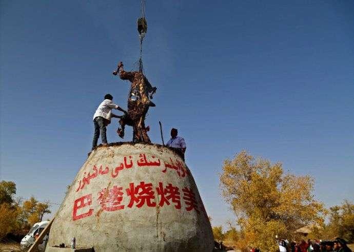 Шашлык из верблюда по-китайски (10 фото)