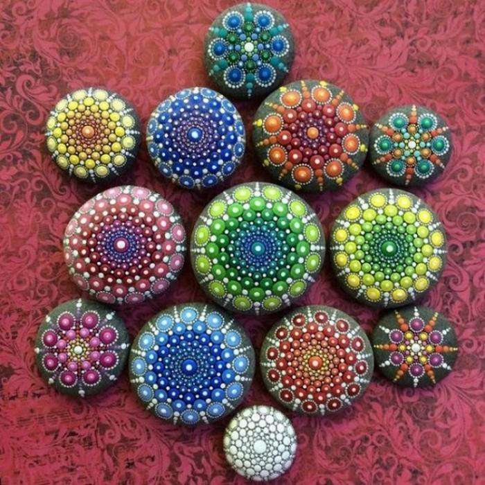 Расписные камни (15 фото)