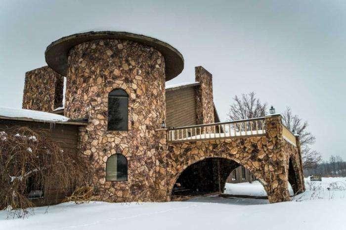 Заброшенный особняк, ранее принадлежавший Майку Тайсону (13 фото)
