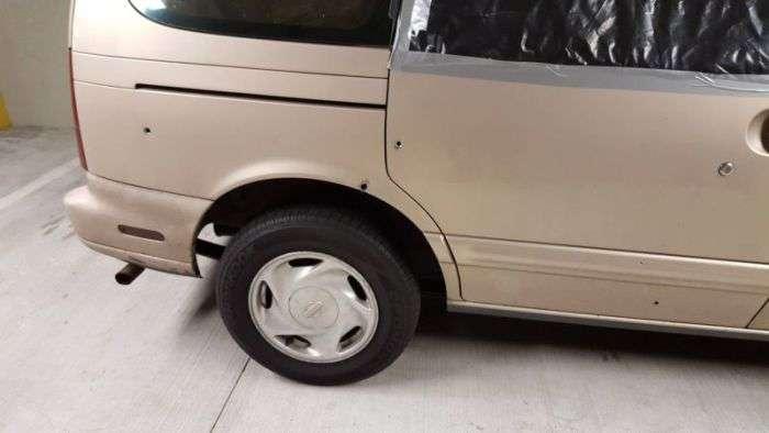 Везучий автомобилист вовремя вышел из машины (6 фото)