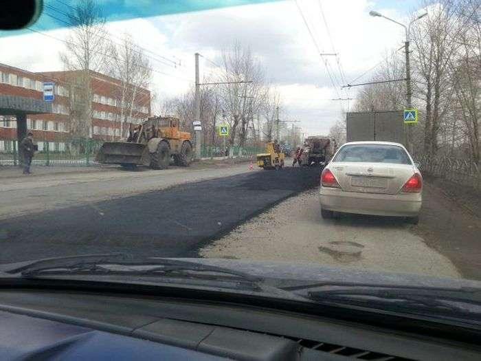 Ремонт дороги в Омске начался мгновенно ! (2 фото)
