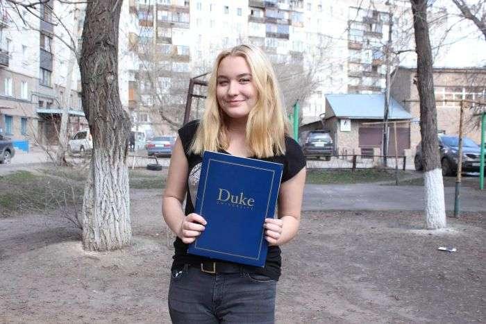 Школьница из Караганды получила стипендию Билла Гейтса (4 фото)
