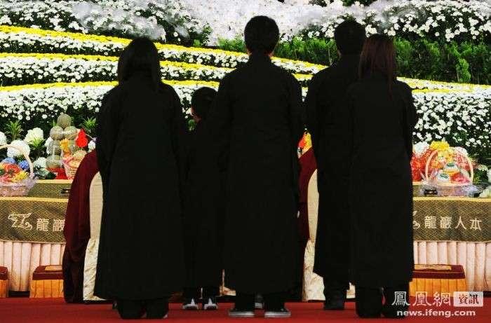 Похороны босса мафии в Тайване (13 фото)