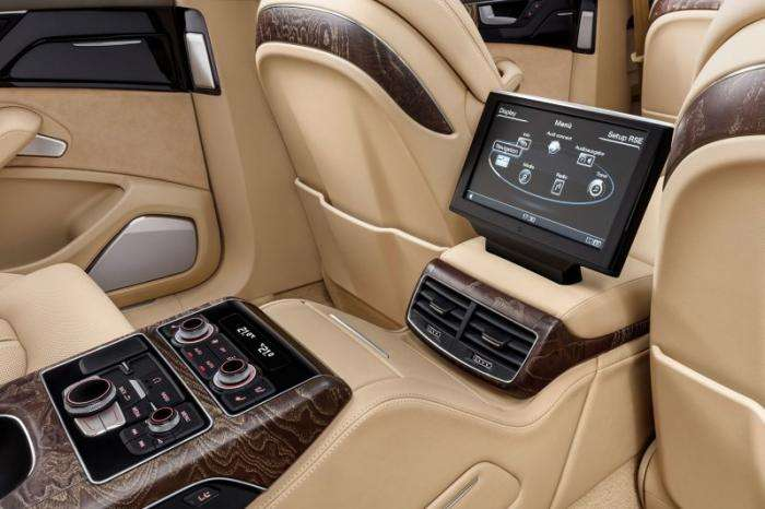 Audi сделала из A8 шестидверный лимузин (11 фото)