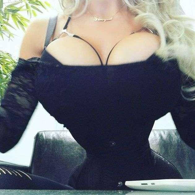 Шведка Пикси Фокс удалила 6 ребер ради талии в 40 сантиметров (9 фото)