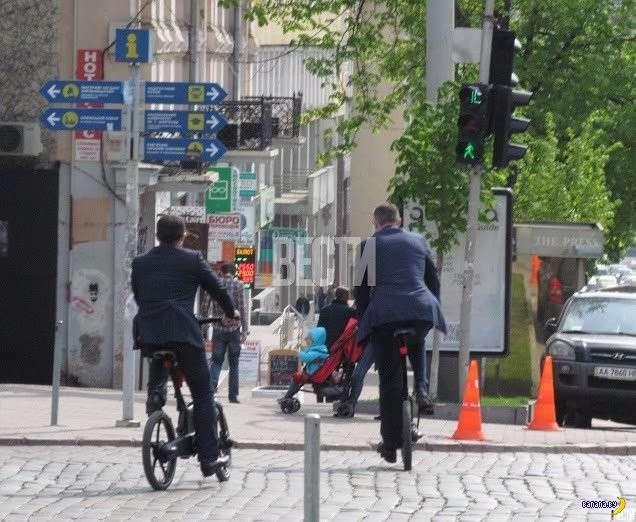Как Владимир Кличко с велосипеда падал