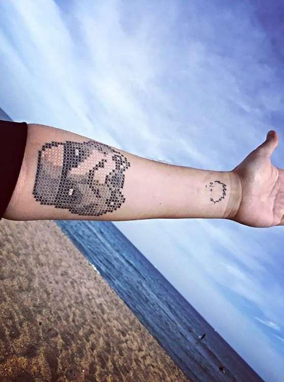 Татуировки в стиле вышивания крестиком (12 фото)