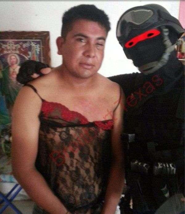 Мексиканский спецназовец издевается над жертвами (3 фото)