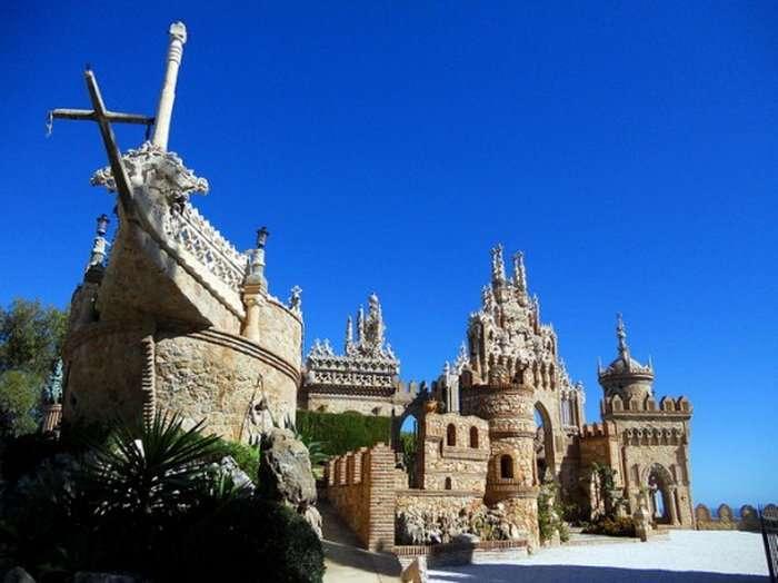 Испанский замок Коломарес (6 фото)