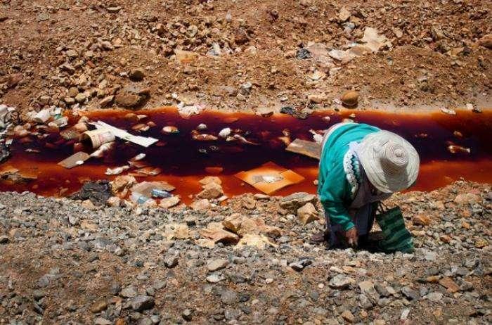 Мрачное житье боливийских шахтеров (19 фото)