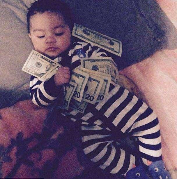 Новая мода социальных сетей— богатые младенцы (12 фото)
