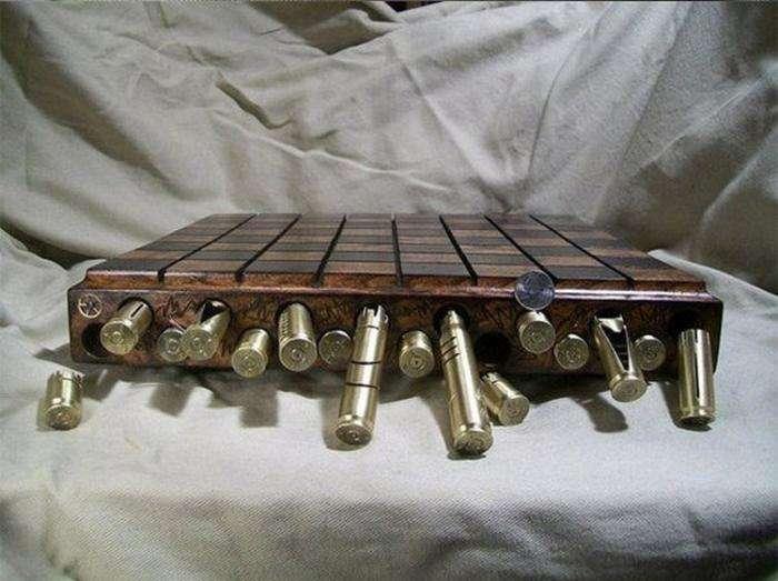 Подарочный набор шахмат из гильз (5 фото)