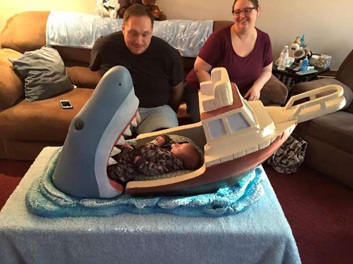 Кроватка-монстр для младенца (8 фото)