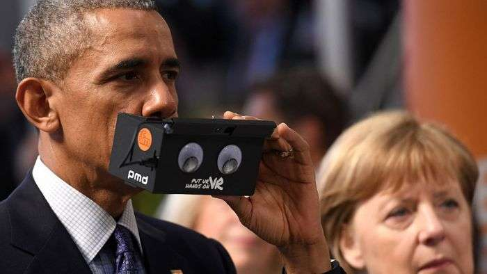 Обама и Меркель примерили очки виртуальной реальности (5 фото)