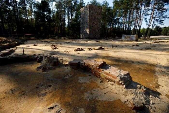 В Польше обнаружили спрятанные под землей газовые камеры (9 фото)