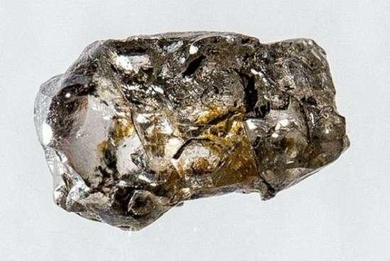 Это факт! Редкий алмаз подтвердил наличие океанов в мантии Земли