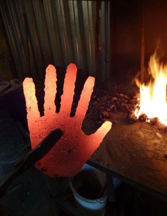Железная рука (6 фото)