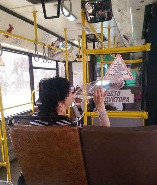 В Перми пьяная девушка-кондуктор порадовала пассажиров (3 фото)