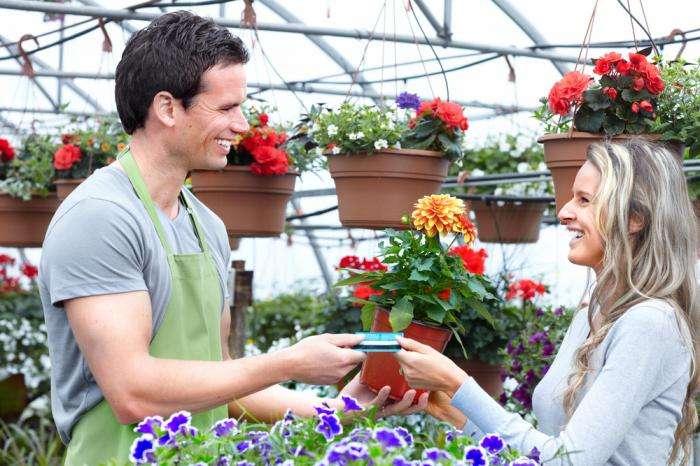 Можно ли дарить цветы мужчине (7 фото)