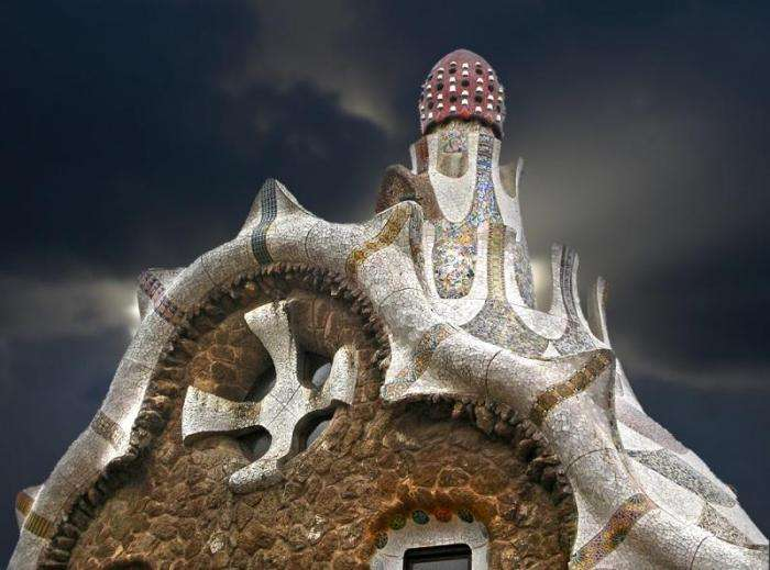 Невероятный парк Гуэля в Барселоне (12 фото)